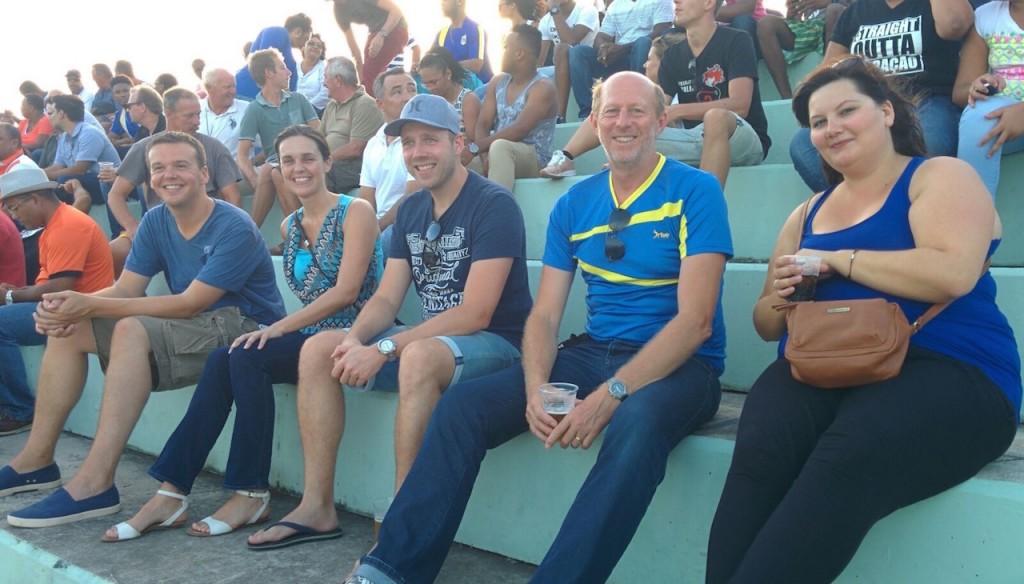 Op de tribune voetbal Curacao